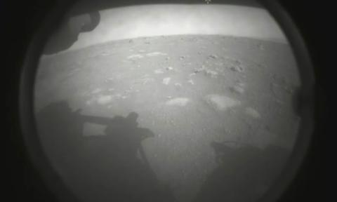 Tàu tự hành Perseverance của Mỹ hạ cánh an toàn xuống sao Hỏa