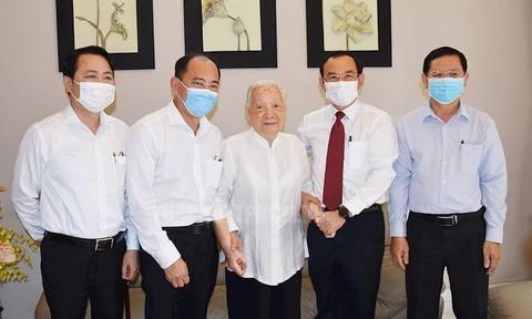 Bí thư Thành ủy TPHCM thăm, chúc mừng nhân ngày Thầy thuốc Việt Nam