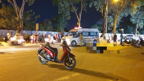 2 xe máy dính nhau biến dạng sau va chạm ở Sài Gòn, 2 người thương vong