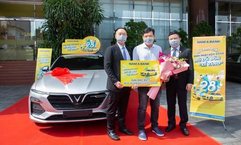Nam A Bank trao ô tô Vinfast cho khách hàng may mắn trúng thưởng