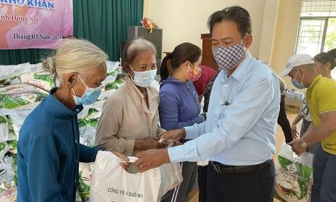 Tặng hơn 1000 phần quà cho người nghèo ở Đồng Nai