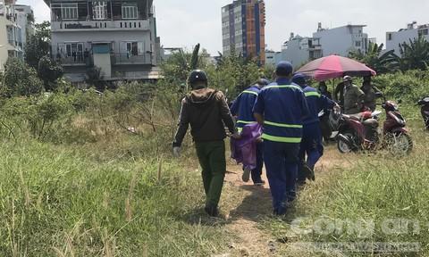 Người đàn ông chết trong bãi đất trống ở Sài Gòn