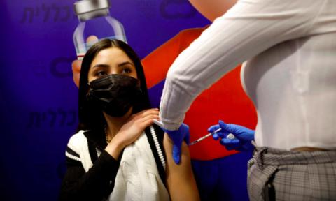 """Vaccine Covid-19 Pfizer/BioNTech có thể bị biến thể nCoV Nam Phi """"vượt qua"""""""