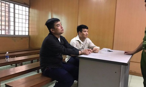 Đi tù vì dùng súng bắn hai kẻ đập phá nhà mình lúc đêm khuya