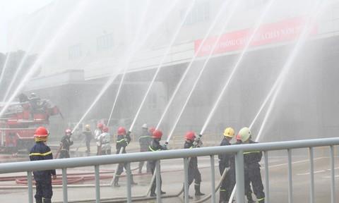 TPHCM: Diễn tập phòng cháy chữa cháy tại Công ty điện tử Samsung