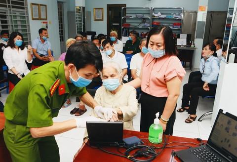 Công an TPHCM thông tin chính thức về việc cấp CCCD cho người tạm trú