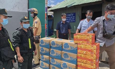 Hàng ngàn thùng nước tặng người dân và tuyến đầu chống dịch tại TPHCM