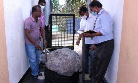 Đào giếng, phát hiện khối đá quý trị giá 100 triệu USD
