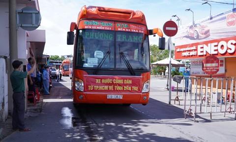 15 chuyến xe nghĩa tình đưa hơn 300 người từ TPHCM về quê Bến Tre