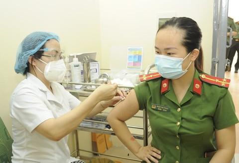 Lực lượng CAND hướng đến mục tiêu tiêm vắc xin cho 100% CBCS