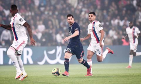 PSG chật vật thắng Lyon 2-1 dù Messi đá chính