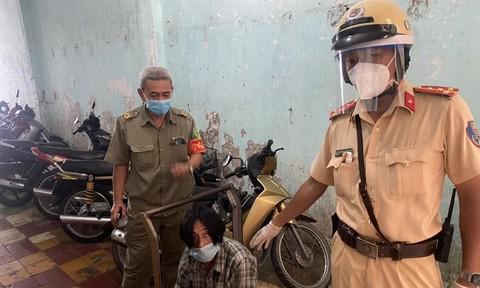Bắt nóng đối tượng cướp giật tại trung tâm TPHCM giữa mùa giãn cách