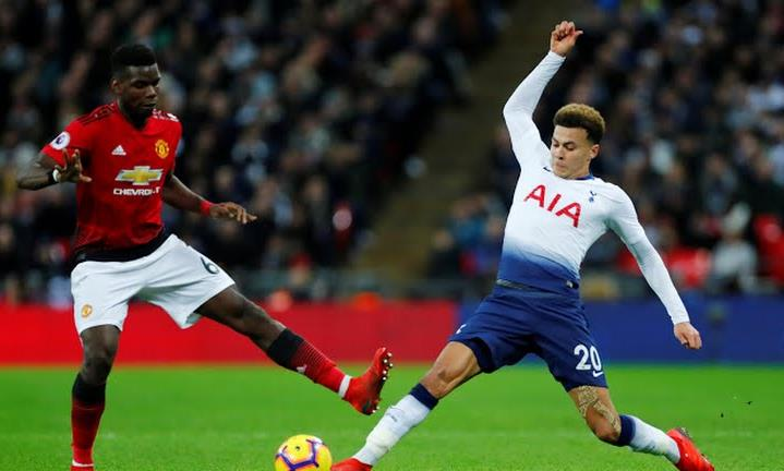 Man Utd đánh bại Tottenham, bằng điểm Arsenal
