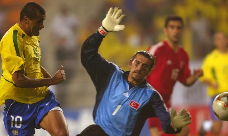 Huyền thoại bóng đá Thổ Nhĩ Kỳ nhập viện vì nCoV