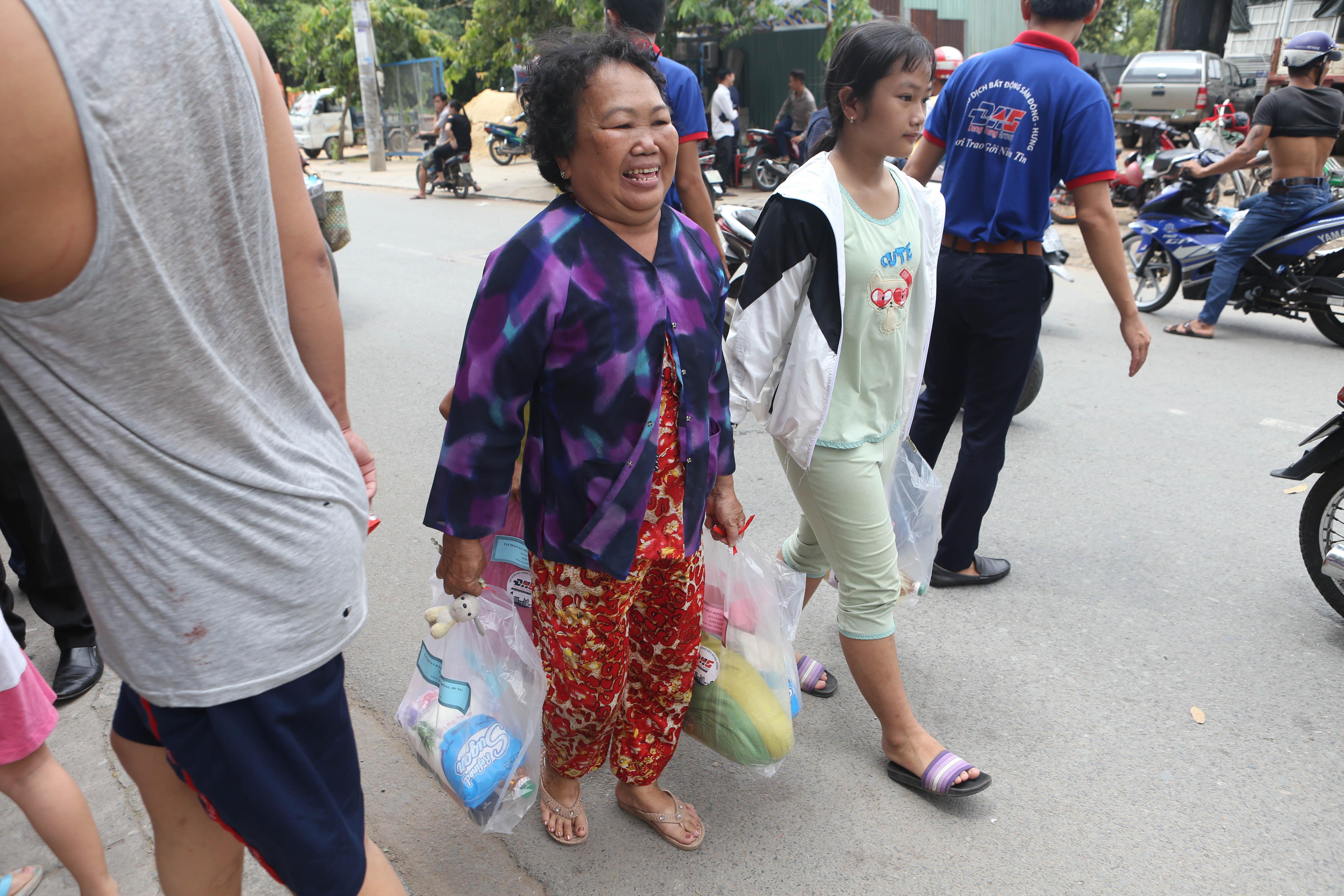 (Báo Công An) Đông Hưng Group chia sẻ khó khăn với bà con nghèo quận Thủ Đức