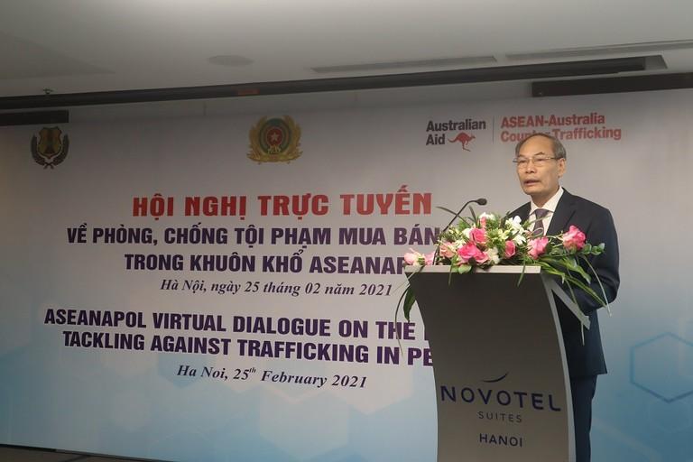 Thiếu tướng Đỗ Văn Hoành, Chánh Văn phòng Cơ quan Cảnh sát điều tra Bộ Công an phát biểu tại Hội nghị.