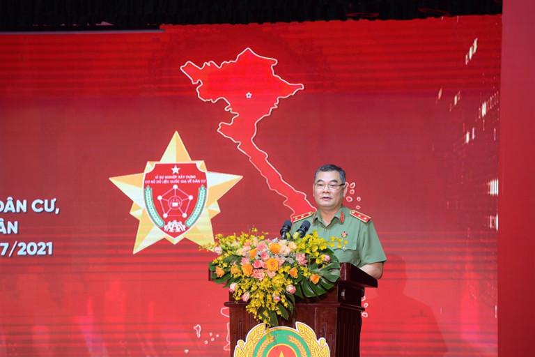 Trung tướng Tô Ân Xô, Chánh Văn phòng Bộ Công an tuyên bố lý do, giới thiệu đại biểu dự Hội nghị.