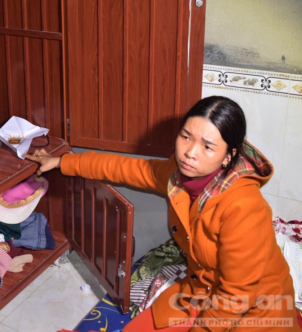 Đối tượng Hòa tại căn phòng nơi lấy trộm đồ